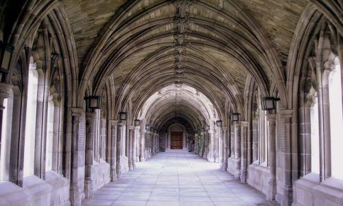 Zdjecie USA / stan Nowy York / Ithaca - Uniwesytet Cornella / piękne łuki