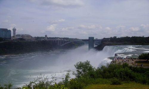 Zdjecie USA / stan Nowy York / Niagara Falls / widok na American Falls z punktu widokowego
