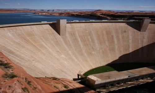 USA / Utah / Jezioro Powell'a / Glen Canyon Dam