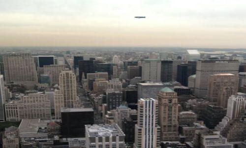 Zdjecie USA / NY / Nowy York / Zeppelin nad NY