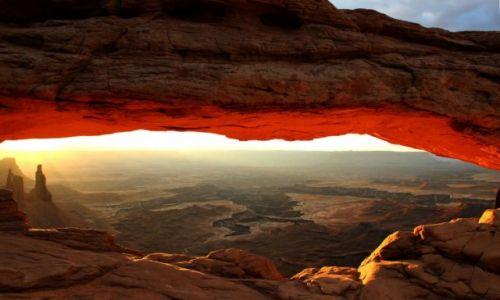 Zdjecie USA / - / Utah / Canyonlands / Mesa Arch bladym switem