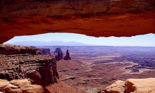 Zdjecie USA / Arizona / Canyonlands / pod łukiem po południu