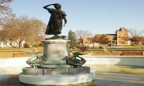 Zdjęcie USA / Minnesota / Winona /  Winona -  pomnik, fontanna
