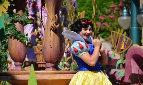 Zdjecie USA / Kalifornia / 1313 Disneyland Dr, Anaheim, CA 92802 / Dzień w raju..parada w parku rozrywki  Disneyland