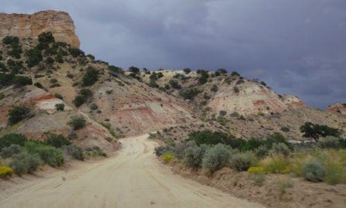 USA / - / Utah /  Cottonwood Canyon Road - przed burzą
