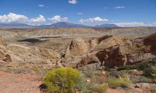 USA / Utah / Capitol Reef NP / Waterpocket Fold - widok z Burr Trail Road