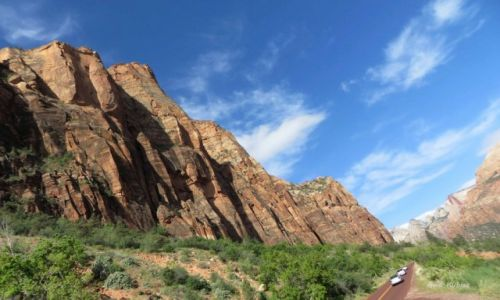 Zdjecie USA / Utah / Park narodowy Zion / Samochody jak mróweczki