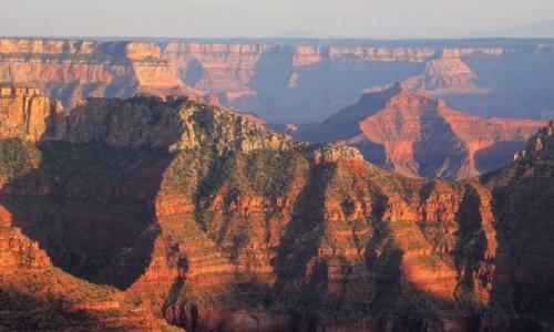 USA / Arizona / Grand Canyon / W zachodzącym słońcu