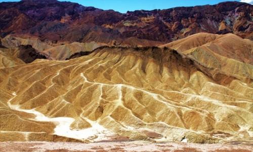 USA / Death Valley / Zabriskie Point / Szczyty jak przypalone słońcem
