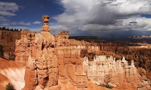USA / Utah / Bryce Canyon / Posągi z piaskowca
