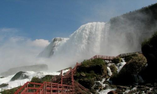 USA / - / Niagara, na granicy USA i Kanady / siła żywiołu...