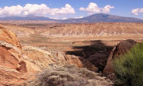 Zdjecie USA / Utah / Escalante - Burr Trail Road / Widok na Waterpocket Fold z końcówki Burr Trail Rd