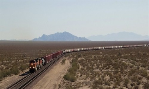 USA / Kalifornia / Gdzieś po drodze / Jedzie pociąg z daleka...