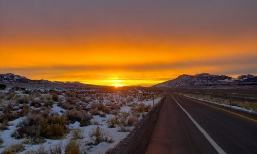 USA / Nevada / Nevada / Ku wschodzącemu słońcu