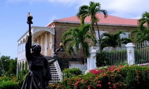 USA / Wyspy Dziewicze Stanów Zjednoczonych / Charlotte Amalie / Pomnik Trzech Królowych przy Zamku Czarnobrodego