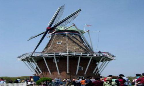 Zdjęcie USA / brak / Michigan / holenderski wiatrak w miasteczku Holland
