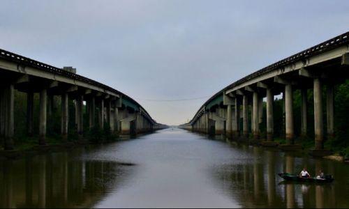 Zdjecie USA / Louisiana / rest area miedzy pasami autostrady / Louisiana