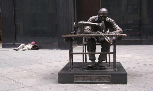 Zdjecie USA / brak / 7  Av.   NYC /   Spi  sobie  ....nie  przeszkadzac  mu....