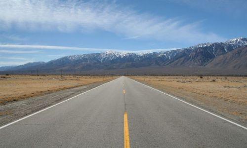 Zdjęcie USA / Kalifornia / in the middle of nowhere / przed siebie...