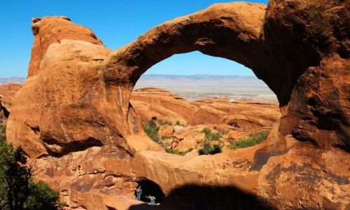 USA / Utah / Arches National Park / Devils Garden / Double  O Arch / okno z widokiem...