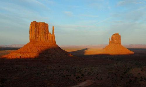 USA / Arizona / Monument Valley / Zachód słońca w krainie Navajo