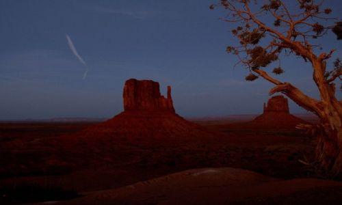 USA / Arizona / Monument Valley / Cudowna kraina Navajo -  zmierzch....