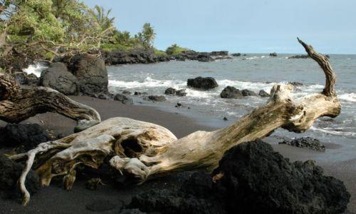 Zdjecie USA / Hawaje/Maui / Hana Bay / Czarna plaża