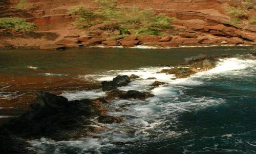 Zdjecie USA / Hawaje/Maui / Red Sand Beach / niebezpieczna zatoka