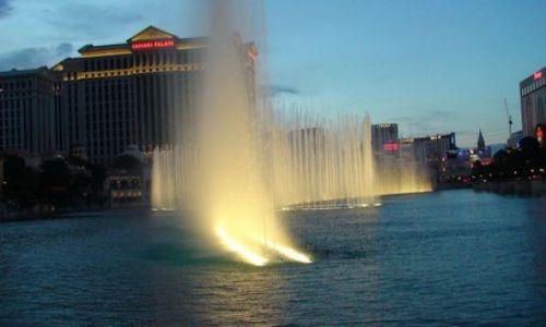 Zdjecie USA / Newada / Las Vegas / Tanczace fontanny...