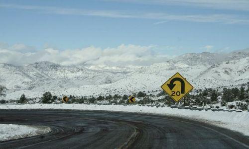 Zdjecie USA / California / Road to Sequoia National Park / Ostre, Krete...