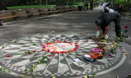 USA / Nowy Jork / STRAWBERRY FIELDS, CENTRAL PARK WEST I 72'GA ULICA  / ... pamiętają...