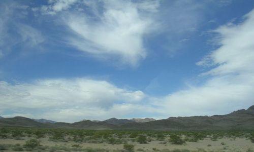 Zdjecie USA / Kalifornia  / Pustynia Mojave / pierzaste na zmianę pogody...