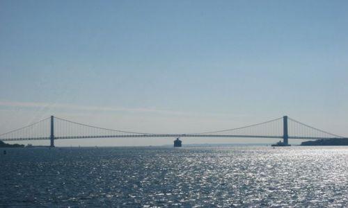 Zdjecie USA / Nowy Jork / most łączący dwie dzielnice nowojorskie Staten Island i Brooklyn / przejdzie czy nie przejdzie  ...