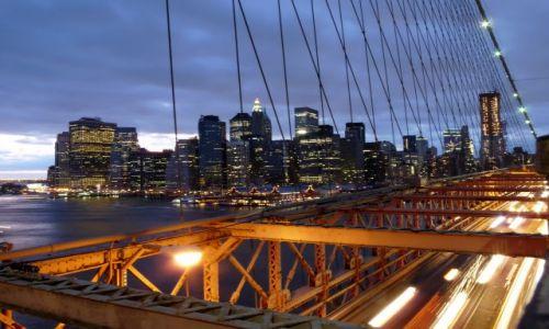USA / NY / NYC / Widok na Downtown z Mostu Brooklynskiego