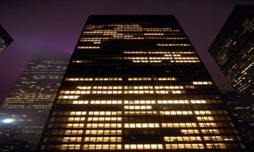 Zdjęcie USA / USA / Nowy Jork / Wieżowce ginące we mgle
