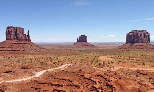 USA / Arizona / Monument Valley Tribal Park / Monument Valley lub jak kto woli bardzo zerodowany kanion