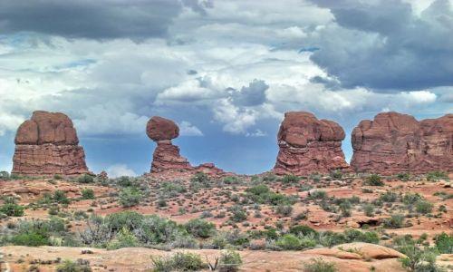 Zdjecie USA / Utah / Arches NP / Pochmurne niebo w Arches NP