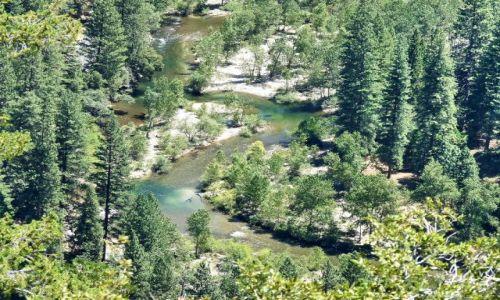 USA / California / Yosemite NP / Główna rzeka w dolinie Yosemite