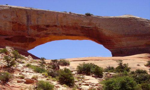 Zdjecie USA / Utah / w drodze do Arches Nat.Park / jeden z wielu łuków skalnych