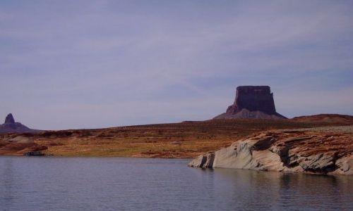 USA / Arizona / na Lake Powell - okolice Page / na sztucznym jeziorze Powella