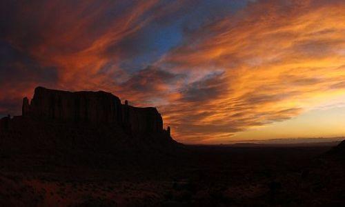 Zdjecie USA / Utah Arizona / Monument Valley - Rezerwat Indian Navajo / Wieczor w Monumet Valley