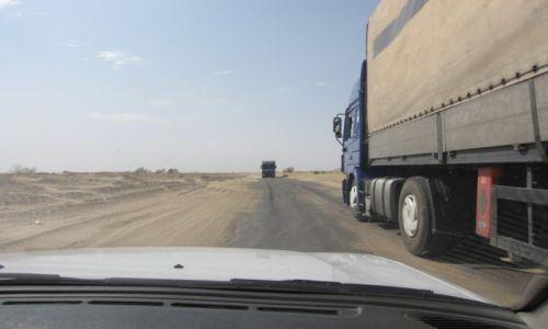 UZBEKISTAN / Karakałpacja / zachodni Uzbekistan / Fantazja kierowców nie zna granic