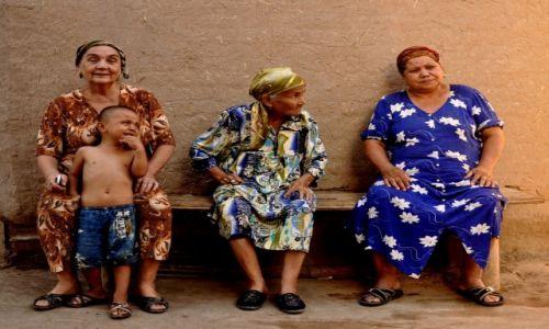 Zdjęcie UZBEKISTAN / Chiwa / Chiwa / Pokolenia