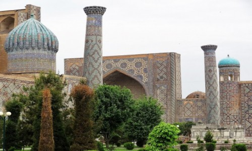 Zdjęcie UZBEKISTAN / Samarkanda / Registan / Baśniowa kraina