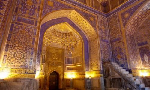 Zdjęcie UZBEKISTAN / Samarkanda / Samarkanda / Wnętrze meczetu przy medresie Tillja-Kari