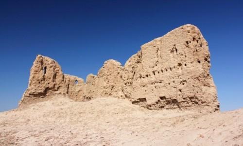 UZBEKISTAN / Karakałpacja / Ellikkala / Ruiny na pustyni