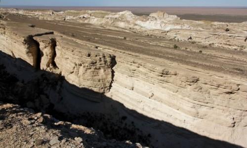UZBEKISTAN / Karakałpacja / Jezioro Aralskie / Krawędź płaskowyżu Ustiurt