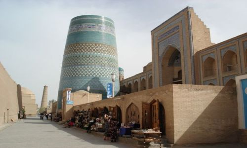 Zdjęcie UZBEKISTAN / Chorezm / Chiwa / To miał być najwyższy minaret