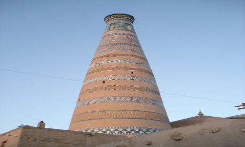 Zdjecie UZBEKISTAN / Chorezm / Chiwa / Minaret meczetu Isloma Hodży