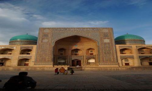 Zdjecie UZBEKISTAN / Uzbekistan / Buchara / Wiecz�r w Bucha